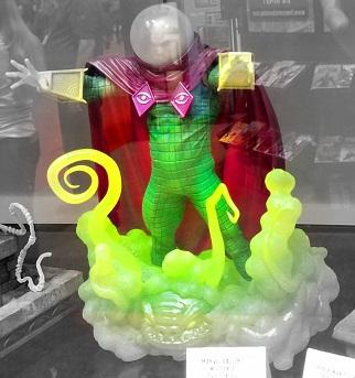 C2E2_2019_Statue_Mysterio